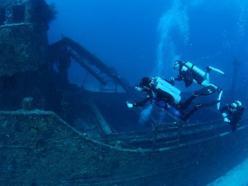 Tugboat Wreck, diving Curacao