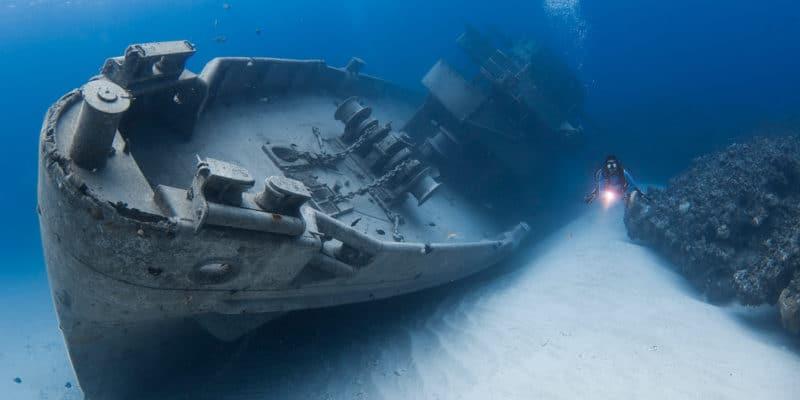 Scuba diving USS Kittiwake Wreck in Grand Cayman